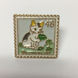 Cat stamp pin with 4 leaf clover